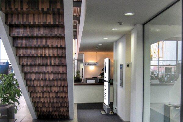 Innenarchitektur Treppe Autohaus BMW Bobrink in Bremerhaven raumgestaltung, beratung, design